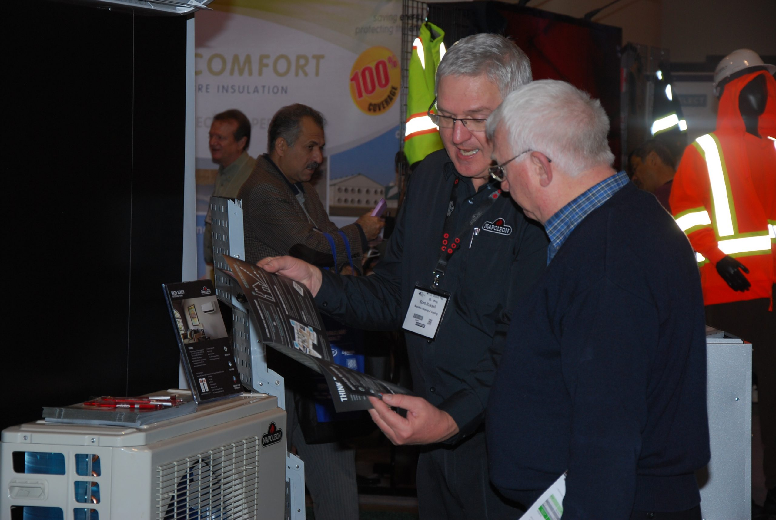 Napoleon's Scott Russell, right, talks about heating and cooling at The Buildings Show, 2017.